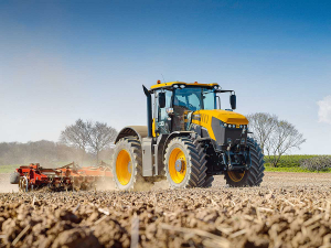 JCB has extended its active front-and-rear axle suspension system to its flagship Fastrac 8000 series.