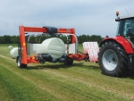 The SW 4014 wraps both square and round bales.