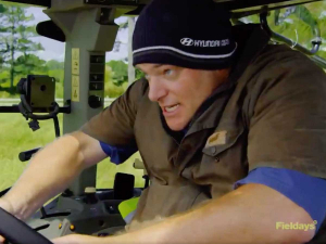 The tractor brace position recommended in the video. Photo: Screenshot.