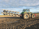 Matt Walker was looking for a high-power, multi-tasking machine, which – among other things – also had to handle a fully-mounted, 6-furrow reversible plough.