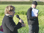 AgResearch senior scientist Robyn Dynes discusses the Forages For Reduced Nitrates programme alongside event facilitator Richard Robinson during the open day on the Wright's farm.