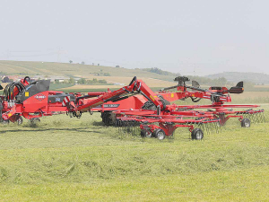 Kuhn's new GA 13031 rake has a working width adjustable between 8.4 and 12.5 metres.