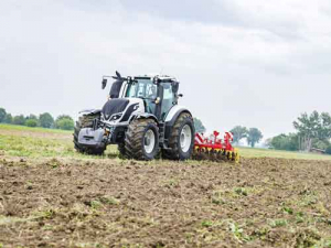 The Valtra T254 Versu won the coveted Tractor of the Year 2018 (TOTY) and Best Design 2018 awards at Agritechnia 17 in Germany last month.