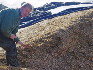 Australian farmer Chris Nixon has fed out his total storage of 5000 tonnes of dry matter and continues to buy hay and grain.