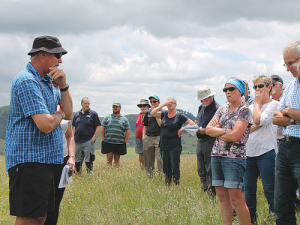 Bryce Lupton discusses his farming regime with attendees at a recent BLNZ environmental field day.