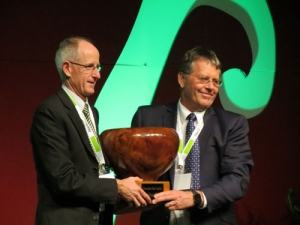 Kiwifruit grower recognised in HortNZ awards