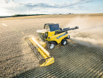 New Holland's new CR8 80 combine in action.