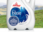 Fonterra has withdrawn batches of its Anchor blue top milk from lower North Island stores following customer complaints.